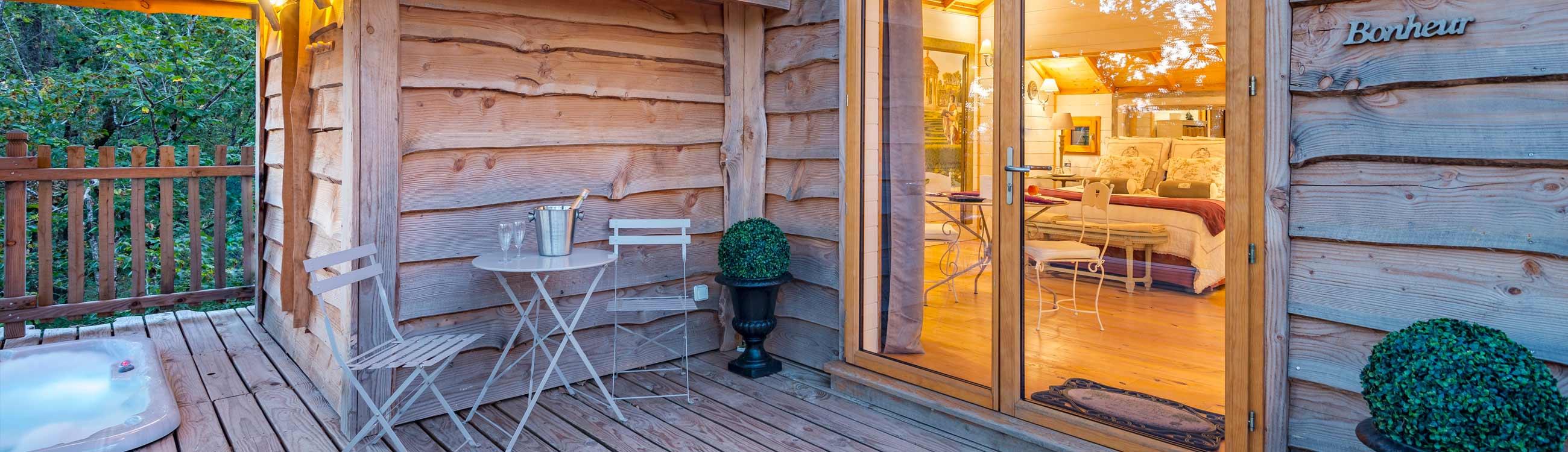 frais chambre avec jacuzzi privatif sud ouest. Black Bedroom Furniture Sets. Home Design Ideas