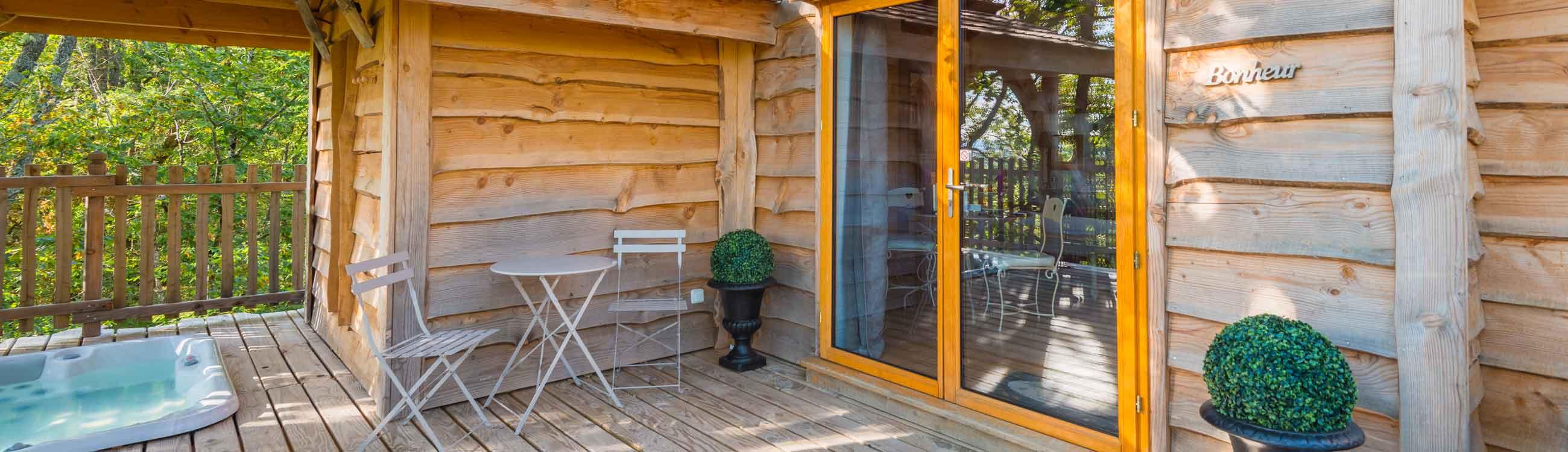 cabane toscane avec spa lot et garonne. Black Bedroom Furniture Sets. Home Design Ideas